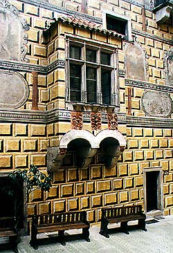 Coats-of-arms on oriel, IV. courtyard of Český Krumlov Castle