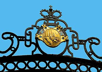 Český Krumlov Castle, Schwarzenberg symbol on the iron gate of the V. courtyard, foto: Martin Švamberg