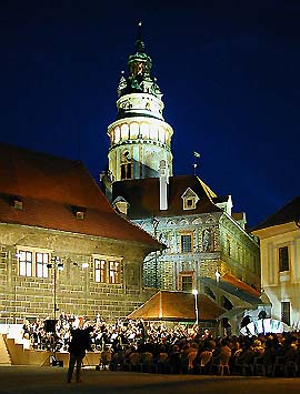 Český Krumlov Castle, evening concert of the International Music Festival on the II. castle courtyard, August 1999, foto: Lubor Mrázek